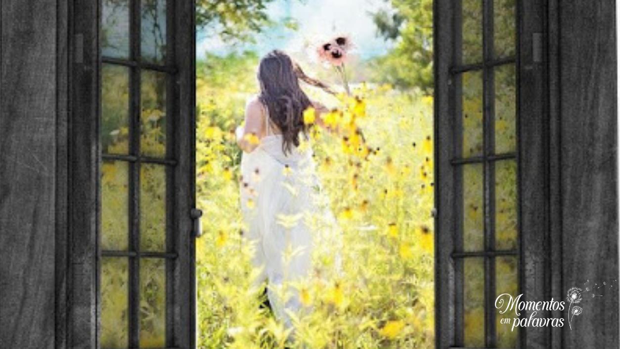 Mulher na janela corre em direção ao novo ano que está nascendo